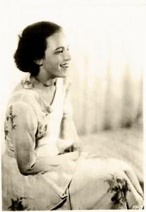 """Die junge Schauspiel-Elevin Genia Kurz in dem Stück von Gerhart Hauptmann """"Und Pippa tanzt"""" 1929 © Privat"""