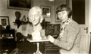 Die Bildhauerin Hedwig Wittekind rettete das Kleinkind Tanja Müller (Aufnahme ohne Datum) © Privat