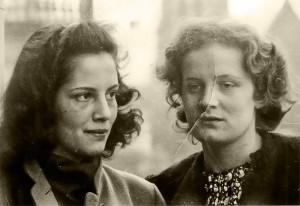 Maya Rhotert mit ihrer Freundin Hilde Lückel (Aufnahme ca. 1942/43) © Nicole Jussek-Sutton