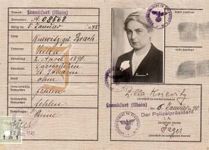 """Kennkarte für Margarete Knewitz mit dem eingedruckten """"J"""" und dem jüdischen Namen Zilla, der sie als """"Jüdin"""" kennzeichnet. © Erica Ludolph"""